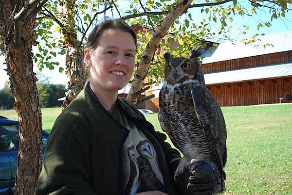 Sara of Sustainabillies holding an owl